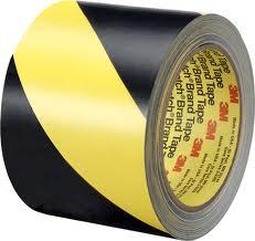 Черно-желтая клейкая лента разметки пола 3M 5702