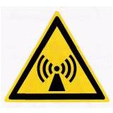 Предупреждающий знак «Электромагнитное поле» (W12)