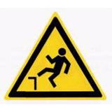 Предупреждающий знак «Возможность падения с высоты» (W15)