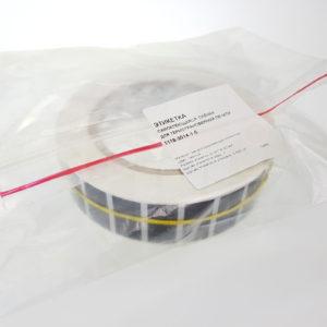 Рулон этикеток из чёрного глянцевого полиэстера 1118