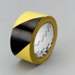Черно-желтая клейкая лента разметки пола 3М 766