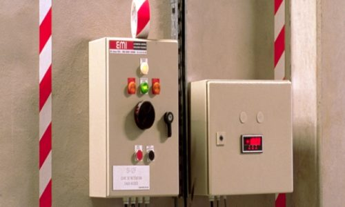Применение ленты для напольной и контурной разметки 3М 767 красно-белого цвета