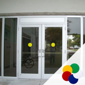 Цветные круги на двери, пол, стены