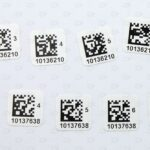 Белые этикетки 10*10 мм с напечатанным QR-кодом